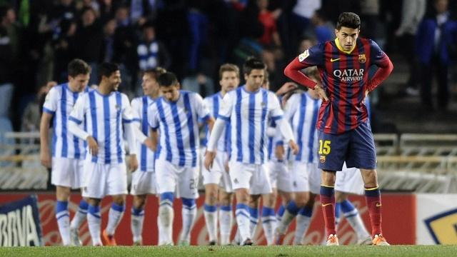 سوسييداد يهزم برشلونة بثلاثية ويسدي خدمة بالمجان لقطبي مدريد الكروي