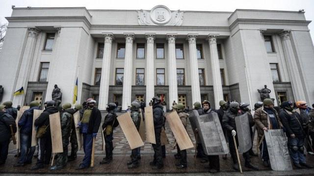وزارة الداخلية الأوكرانية تقرر إطلاق سراح 64 شخصا من المعتقلين أثناء الاحتجاجات في كييف