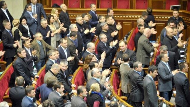 ممثل يانوكوفيتش في البرلمان: حزب الأقاليم يجب أن يدخل في الائتلاف الحكومي المقبل