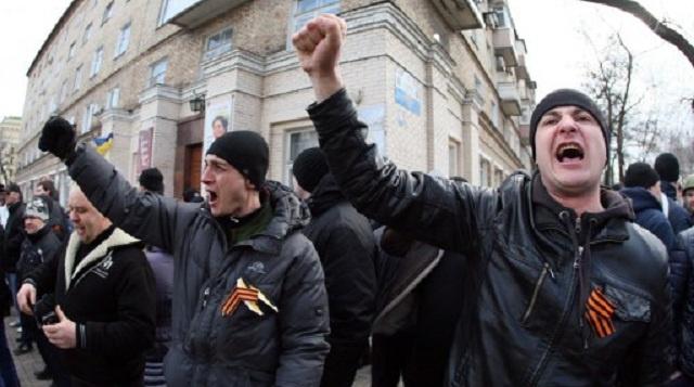 الآلاف من أنصار ومناهضي السلطات الجديدة يتظاهرون في مختلف مدن أوكرانيا