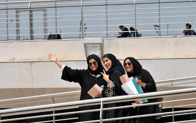 منع غير المحجبات من دخول المدارس في السعودية