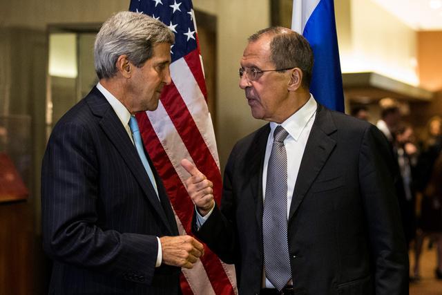 لافروف يدعو كيري للعمل مع المعارضة السورية من أجل ضمان نقل المساعدات للسكان
