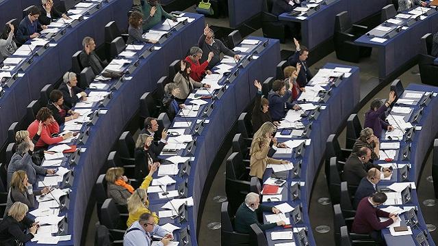 البرلمان الأوروبي يبحث الوضع في أوكرانيا وبروكسل مستعدة لمنح كييف 20 مليار يورو