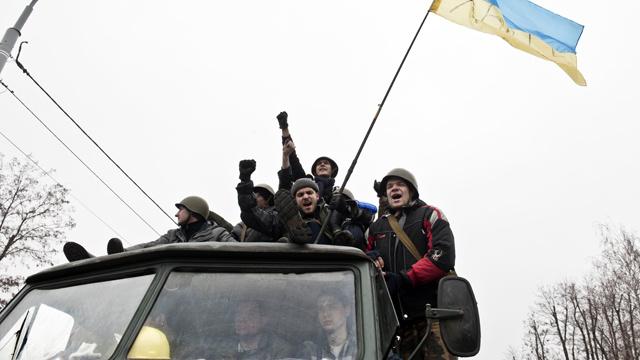 روسيا تستدعي سفيرها لدى كييف ولافروف يؤكد لكيري مواصلة مراهنة المعارضة الأوكرانية على العنف