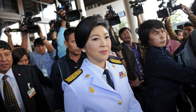 رئيسة الوزراء التايلاندية تغادر بانكوك والجيش يدعو إلى حوار فوري ينهي الأزمة