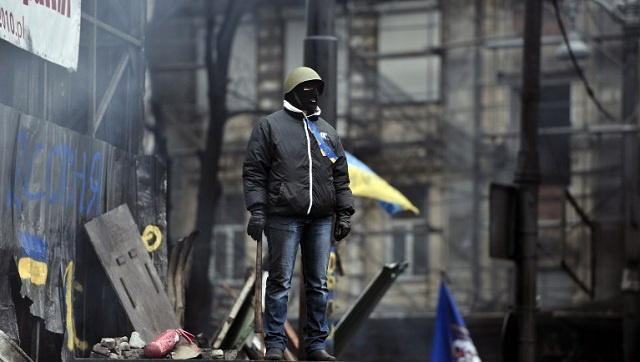 المحتجون في كييف يرفضون إزالة المتاريس ومئات الجرحى يلازمون المستشفيات