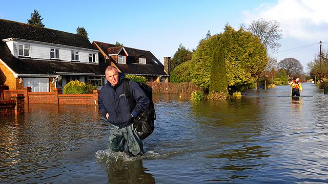 فيضانات بريطانيا قد تكون بسبب ارتفاع درجات الحرارة