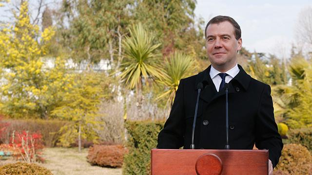 مدفيديف: اتفاقيات الغاز السابقة مع كييف موضوع نقاش مع السلطات الجديدة