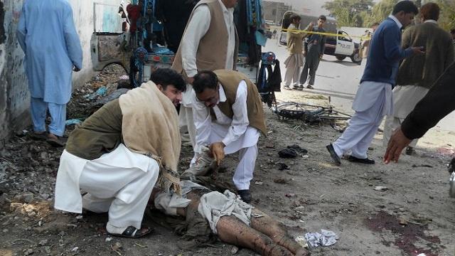 تفجير انتحاري يوقع قتيلين و 12 جريحا أمام القنصلية الإيرانية بباكستان