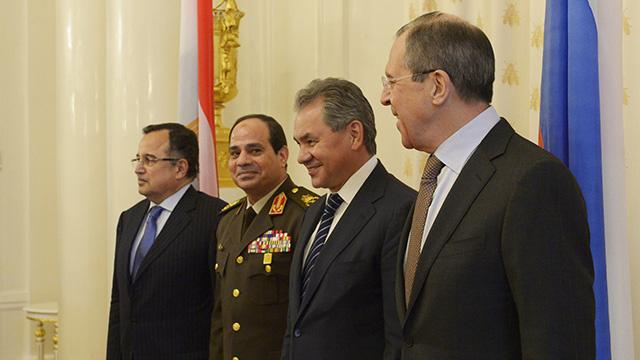 مصر تتسلم الدفعة الأولى من الاسلحة الروسية في منتصف عام 2014