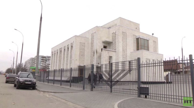اعتداء على مبنى كنيس يهودي في مدينة زابوروجيه الأوكرانية (فيديو)