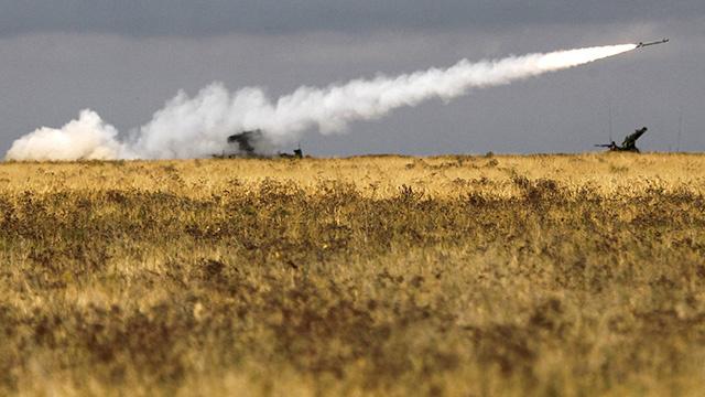 وحدات الدفاع الجوي للمنطقة العسكرية الغربية الروسية تجري تدريبات بالذخائر الحية