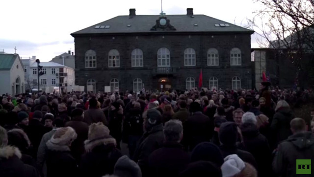 بالفيديو.. احتجاجات في ايسلندا