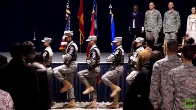 قيرغيزيا...الجيش الامريكي يباشر بإغلاق قاعدة العبور إلى أفغانستان (فيديو)