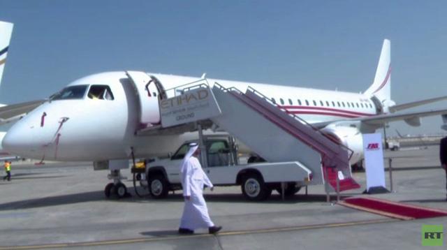 طائرة الأحلام تعرض في معرض أبوظبي (فيديو)
