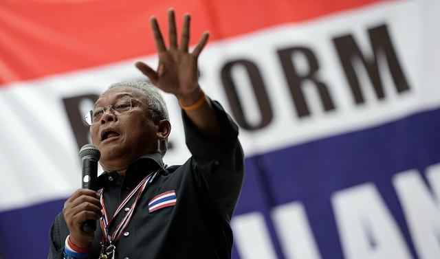 زعيم المعارضة التايلاندية يتراجع عن رفض الحوار وشيناواترا أمام لجنة مكافحة الفساد
