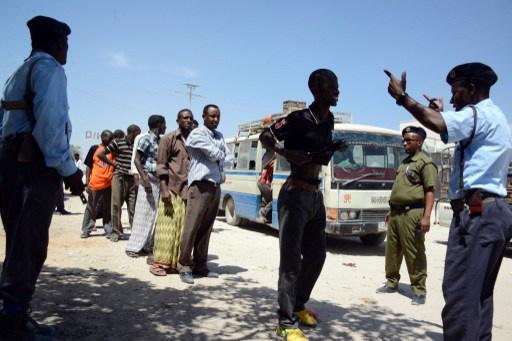 حركة الشباب تتبنى تفجير سيارة أدى إلى مقتل 11 شخصا واصابة 15 آخرين في مقديشو