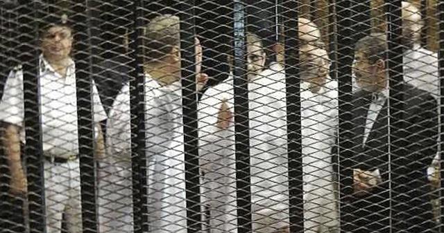 وقف نظر محاكمة مرسي لحين الفصل في طلب رد المحكمة