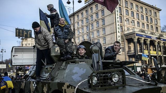 مسلحون ملثمون يقتحمون مبنى وزارة العدل في كييف بحثا عن الأرشيف