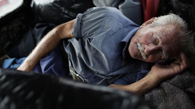 سوء النوم يؤدي إلى الإصابة بأعراض فيبروميالغيا وآلام مزمنة