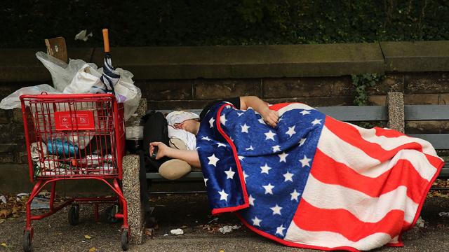 ارتفاع مفاجئ في أعداد المتقدمين بطلبات للحصول على إعانة البطالة في أمريكا