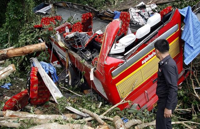 مقتل 15 شخصا في حادث باص مدرسي شرق تايلاند (فيديو)