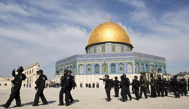 إسرائيل تحد من عدد المصلين في المسجد الأقصى