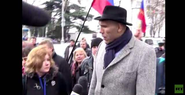 بالفيديو: الملاكم الروسي نيكولاي فالويف الى شبه الجزيرة القرم لدعم التسوية السلمية
