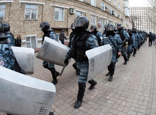 موسكو تصدر تعليمات لقنصليتها في القرم بمنح الجنسية الروسية لأفراد الشرطة الاوكرانية الخاصة (بيركوت)