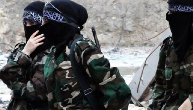 """تنظيم """"داعش"""" يشكل كاتيبتين نسائيتين لتفتيش المارة من النساء بشمال سورية"""