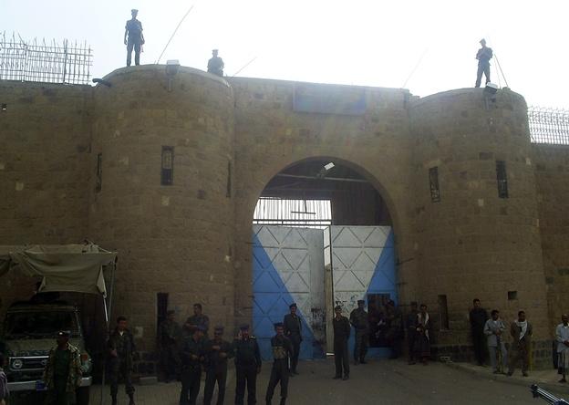 الداخلية اليمنية تعلن عن قائمة السجناء الفارين وتروي تفاصيل هروبهم