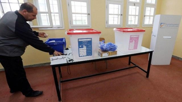 انتخابات الهيئة التأسيسية لوضع الدستور في ليبيا وسط تفجيرات وإقبال متوسط