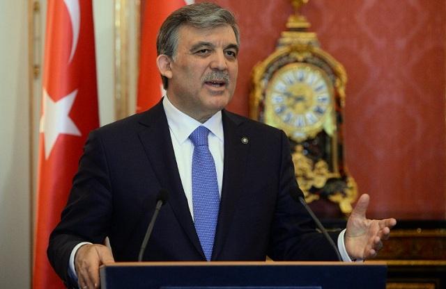 الرئيس التركي يوقع قانون القضاء المثير للجدل والبرلمان يدرس تعديل قانون الإنترنت