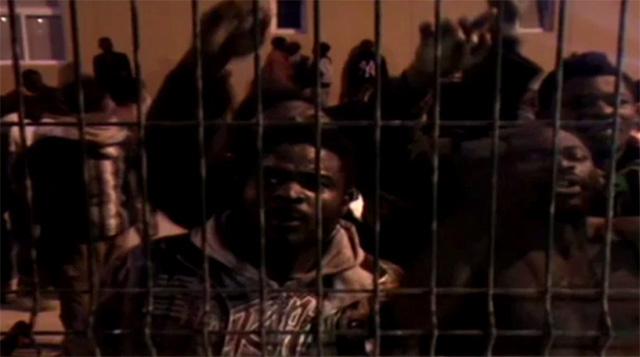 بالفيديو.. أكثر من 200 مهاجر يقتحمون الحدود الإسبانية في مليلية