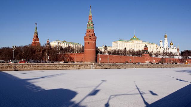 مصدر في الكرملين: روسيا لن تهمل طلب رئيس حكومة القرم بالمساعدة في حفظ الأمن