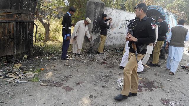 مقتل 12 شخصا على الأقل في هجوم على فريق للتلقيح شمال غربي باكستان