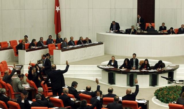 البرلمان التركي يتبنى قانونا يحد من المدارس الخاصة التي تسيطر عليها جماعة