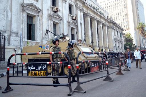 محكمة مصرية تؤجل النظر بدعوى تنحية هيئة محاكمة مرسي
