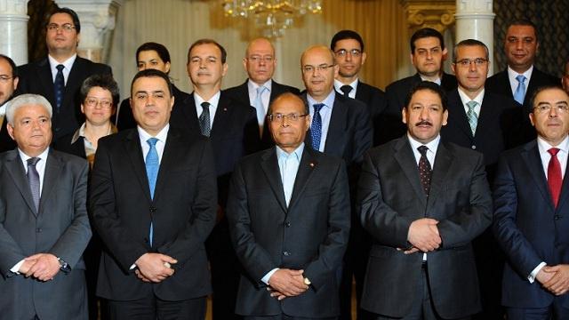 رئيس الحكومة التونسية يعقد اجتماعا مع 26 قيادة حزبية
