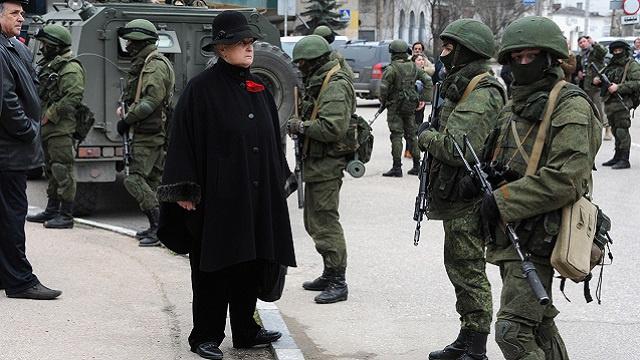 عسكريون في القرم ينحازون بشكل جماعي الى جانب السلطات المحلية