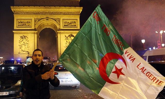 العشرات من الجزائريين يتظاهرون في باريس احتجاجا على ترشح بوتفليقة لولاية رابعة