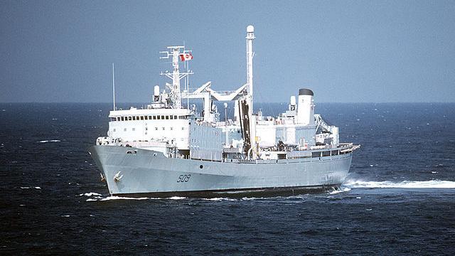 سفينة كندية تبحر بلا محركات في المحيط الهادئ