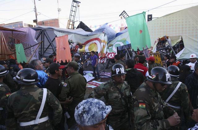 بوليفيا: مقتل أربعة أشخاص في حادث سقوط جسر أثناء الكرنفال