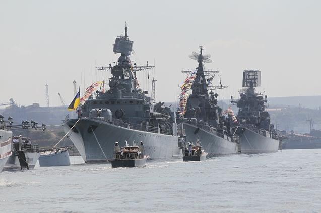سفن عسكرية أوكرانية تغادر القرم