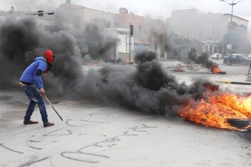متظاهرون يقتحون مقر المؤتمر الوطني في العاصمة الليبية طرابلس