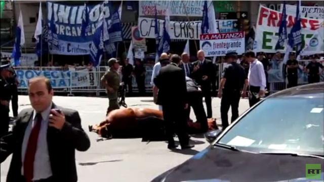 بالفيديو.. موت حصان في مظاهرة تأييد للرئيسة الأرجنتينية في بوينس آيرس