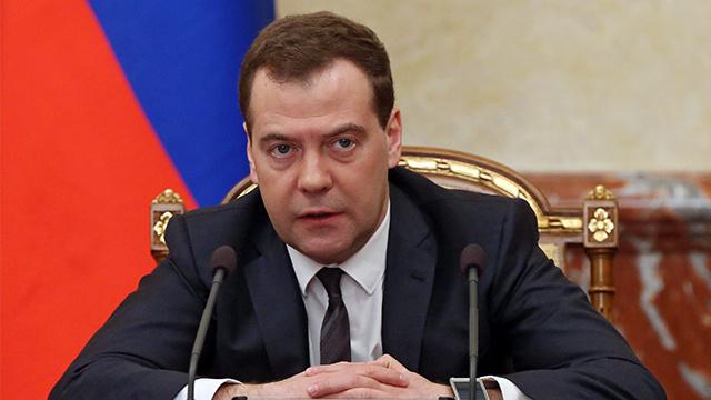 مدفيديف: روسيا ملتزمة باتفاقية إنشاء ممر للنقل عبر مضيق كيرتش في البحر الأسود