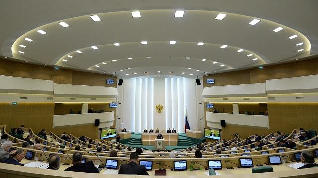 مجلس الاتحاد الروسي يدعو بوتين الى استدعاء السفير الروسي من واشنطن