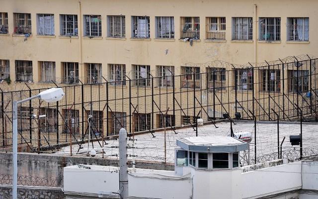 مقتل شخص وإصابة 9 آخرين في سجن