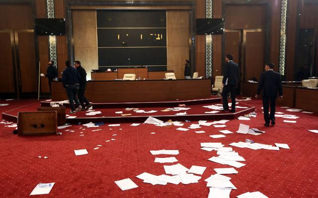 نقل مقر البرلمان الليبي إلى أحد الفنادق بعد تعرضه إلى هجوم